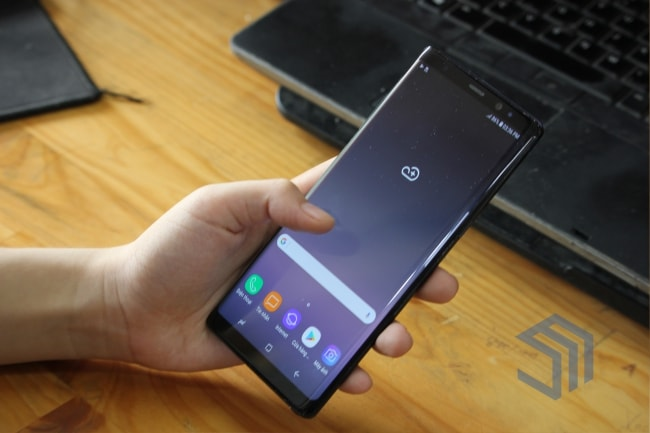 Co nen mua samsung note 8 hay doi note 9